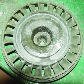 Рис. 1. Трещины в отливке «Колесо рабочее ТНД»: а) общий вид