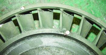Рис. 1. Трещины в отливке «Колесо рабочее ТНД»: б) фрагмент