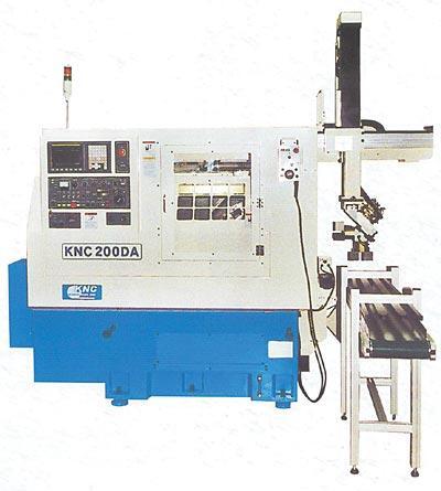 Станок с ЧПУ, приводным инструментом, осью С и роботом KNC 200 DA