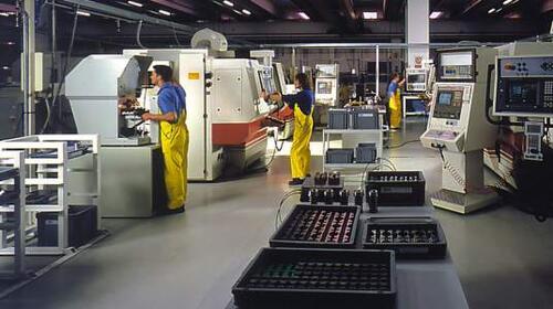 Великолепие оснащения производства SIPA поражает. В огромном цехе расположено около сорока современнейших фрезеровальных обрабатывающих центров