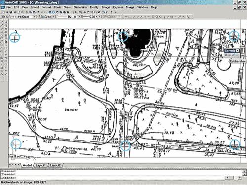 Рис. 3. Исходный нетрансформированный растровый файл топографического плана М1:500. Сетки растровых и векторных крестов не совпадают. Такой файл непригоден для проектирования