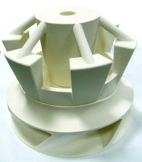 Рис. 3. После выращивания  две части модели соединяются  клеевым составом