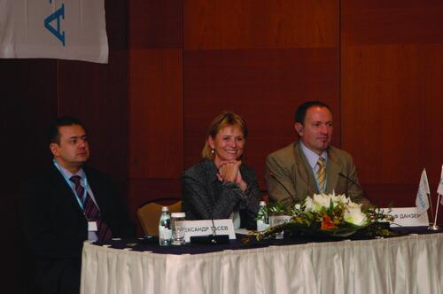 Слева направо: глава представительства Autodesk в России и странах СНГ Александр Тасев, первый исполнительный председатель совета директоров компании Autodesk Кэрол Барц, региональный директор Autodesk в развивающихся странах Рудольф Данцер