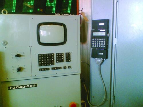 Рис. 1. Пример «малой модернизации» системы УЧПУ 2С4265