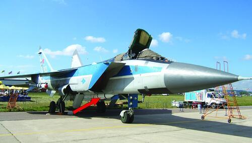 Рис. 2. Ракеты «воздух-воздух» Р-33 на самолете МИГ-31 в составе системы управления вооружением «Заслон»