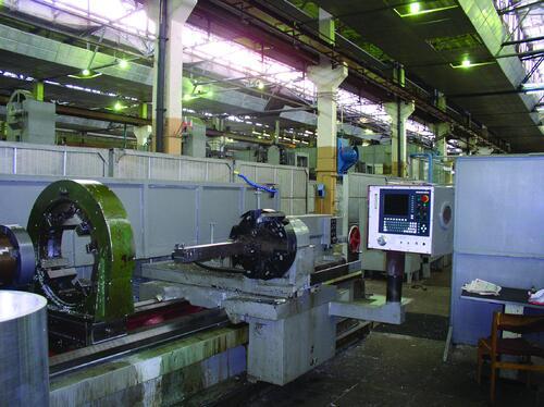 Рис. 5. Реконструированный токарный станок РТ755Ф3-01, оснащенный УЧПУ NC200 фирмы «Балт-систем» (ДНПП, 2001 г.)