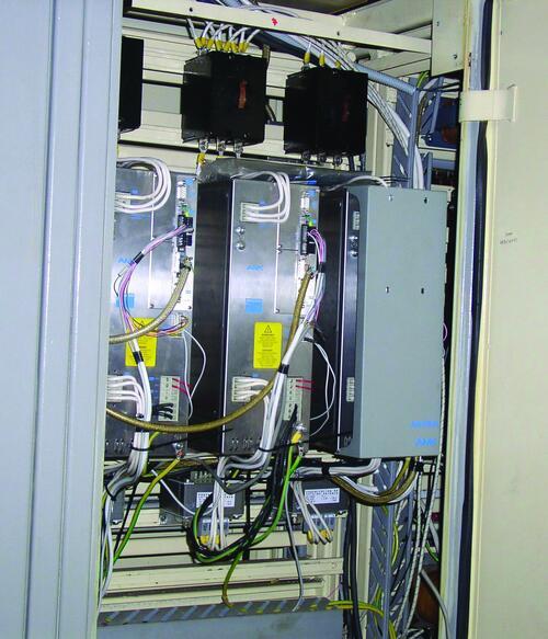 Рис. 9. Применение современных высокоточных цифровых приводов переменного тока позволило улучшить динамику приводов станка, значительно повысить скорость быстрого хода и производительность обработки