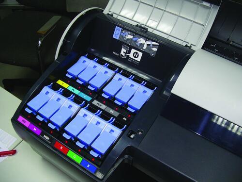 Полная палитра чернил Canon LUCIA в принтере iPF6100