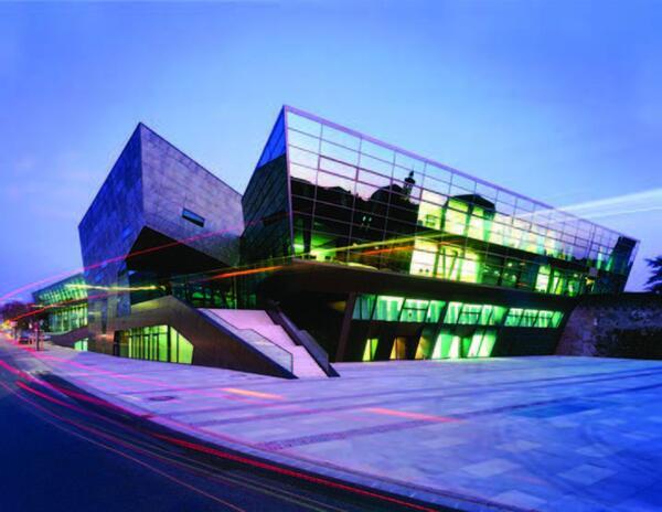 Конгресс-центр Darmstadtium (г. Дармштадт, Германия) Архитектурные мастерские fs-architekten Paul Schroder Architekt BDA и Chalabi architects & partners © Фото: Клаус Граубнер (Claus Graubner)