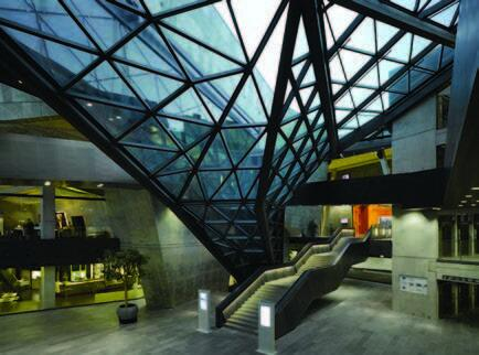 Калла - архитектурный элемент в виде цветка из стекла и стали© Фото: Клаус Граубнер (Claus Graubner)