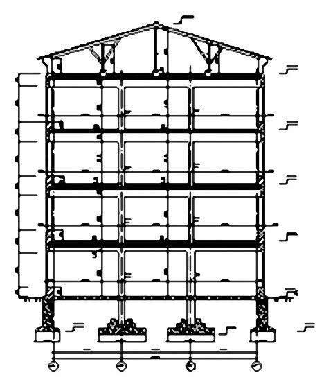 Рис. 3. Поперечный разрез здания