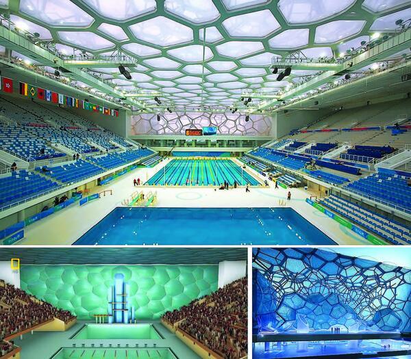 Водный куб: вверху – фотография основного плавательного бассейна, на которой хорошо виден металлический каркас здания; внизу – различные визуализации проекта