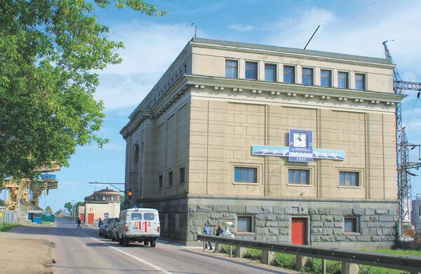 Здание администрации ГЭС, вид со стороны южного подхода