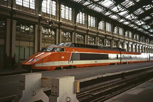 Один из первых поездов для ВСМ в Гар де Лион во Франции, 1982 год (предоставлено: Public domain Wikimedia Commons)