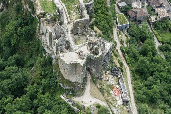 Рис. 1. Замок Пенне с высоты 400 м