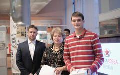 Слева направо: Алек сандр Савостьянов - технический директор СКБ НИТУ МИСиС, Людмила Мокрецова - заведующая кафедрой Инженерной графики и дизайна НИТУ МИСиС, Алек сандр Бодян - победитель общего за чета среди на чинающих
