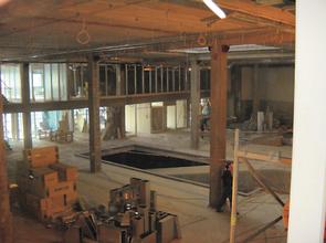 Фото торгового зала в период начала отделочных работ